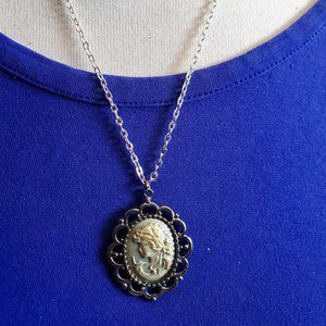 "18"" Silver Tone Cameo Oval Pendant Necklace Style"